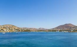 希腊 cyclades Paros海岛 美丽如画的白色在Pa附近安置 免版税库存照片