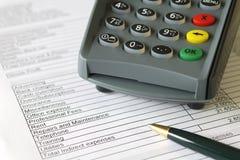 帐户卡赊帐页终端 免版税库存图片