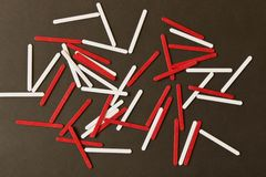 帐户的棍子在黑板背景 p的概念 图库摄影