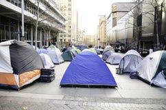帐篷城市在CBD `马丁位置`的中心无家可归的人的那些帐篷 免版税库存图片