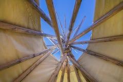 帐篷或圆锥形帐蓬的上面 免版税库存图片