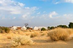 帐篷露营地旅馆在沙漠 免版税库存照片