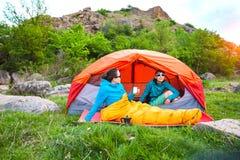 帐篷的两个女孩 库存图片