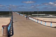 帕兰加市海滩和码头 库存图片