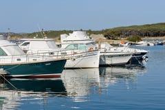 帕劳, SARDINIA/ITALY - 5月17日:帕劳的小游艇船坞在撒丁岛 库存图片