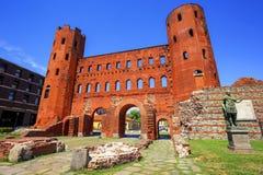 帕勒泰恩耸立古老罗马门,都灵,意大利 免版税图库摄影