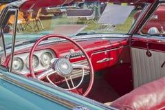 1951年帕卡德敞篷车内部 图库摄影