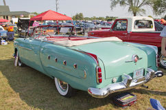 1951年帕卡德敞篷车背面图 库存图片