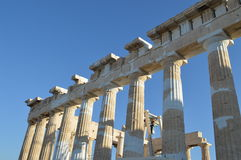 帕台农神庙的专栏在雅典上城 免版税图库摄影