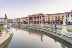 帕多瓦市在与日落太阳的晚上 免版税库存图片