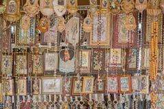帕多瓦,意大利- 2014年9月10日:从st帕多瓦安东尼大教堂的宗教纪念品  免版税库存照片