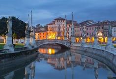 帕多瓦-普拉托della瓦尔在晚上 免版税图库摄影