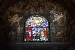 帕尔马大教堂污迹玻璃窗 免版税图库摄影