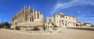 帕尔马大教堂老城市围住马略卡西班牙 免版税库存照片