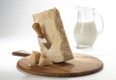 帕尔马干酪用牛奶 免版税库存图片