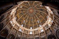 帕尔马洗礼池的被绘的圆顶最高限额  免版税库存图片