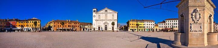 帕尔马诺瓦全景的中心广场, 库存照片