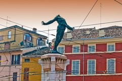 帕尔马,意大利-五颜六色的地中海对战士的建筑学和纪念碑 免版税库存照片