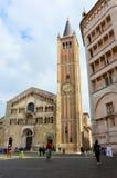 帕尔马,意大利- 2016年10月6日:大教堂和洗礼池看法在Piazza del Duomo在帕尔马市 免版税库存图片