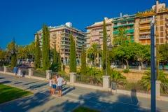 帕尔马,西班牙- 2017年8月18日:走在一个公园的未认出的人民在帕尔马de的历史的中心 图库摄影