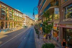 帕尔马,西班牙- 2017年8月18日:走在街道的未认出的人民在帕尔马de的历史的中心 库存图片