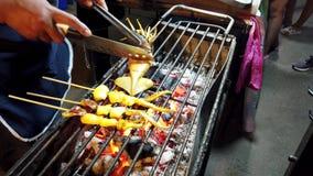 帕尧,泰国- 2019-03-08 -食品厂家切在火炉的乌贼 影视素材