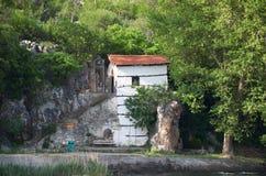贴水帕帕佐普洛斯拜占庭式的教会在卡斯托里亚,希腊 免版税库存照片