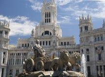 帕拉西奥与雕象和喷泉马德里西班牙的de Cibelas 库存照片