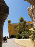 帕拉西奥da贝纳在辛特拉葡萄牙是圆顶、塔、crennelations和垒一个狂放的幻想  图库摄影