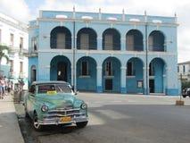 帕拉西奥de Junco和一辆典型的古巴出租汽车,马坦萨斯,古巴 免版税库存图片