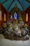 帕斯托,哥伦比亚- 2016年7月3日:virgen de卢尔德它位于一个小圣所在la cocha湖近到城市 库存图片