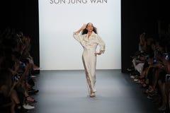 帕特克利夫兰步行儿子Jung苍白跑道的跑道 免版税图库摄影