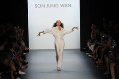 帕特克利夫兰步行儿子Jung苍白跑道的跑道 免版税库存图片