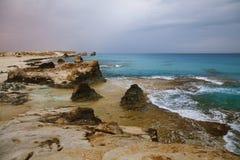 帕特拉的在Marsa马特鲁,埃及附近的海滩盐水湖 图库摄影