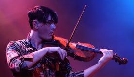 帕特里克・沃尔夫(歌手和小提琴球员)在Apolo执行 免版税库存图片