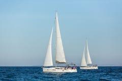 帕特雷,希腊-大约未认出的风船参加航行赛船会 免版税库存照片