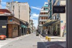 帕特雷,希腊28日2015年:典型的街道在帕特雷,伯罗奔尼撒,希腊 库存图片