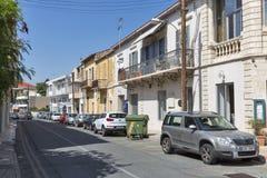 帕福斯,塞浦路斯老狭窄的街道有小屋的 库存照片