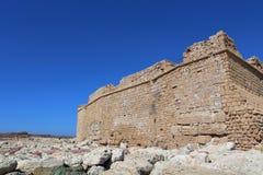 帕福斯,塞浦路斯- 2016年10月, 17 :中世纪城堡在帕福斯 库存图片