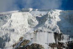 帕米尔山冷的雪冰冰川墙壁 免版税库存图片