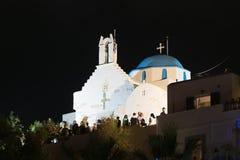 帕罗斯岛,希腊, 2015年8月15日 一个大节日在Paroikia每年发生以圣洁玛丽的名义 人们被会集 库存图片