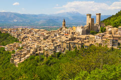 帕琴特罗中世纪村庄,阿布鲁佐,意大利 免版税库存照片