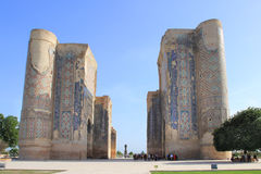 帖木尔阿克萨赖宫殿的废墟在Shakhrisabz,乌兹别克斯坦 免版税库存照片