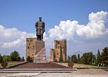 帖木尔雕象在沙赫里萨布兹,乌兹别克斯坦 免版税库存图片