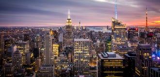帝国大厦,在日落期间的纽约曼哈顿 库存图片