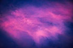 带淡红色的云彩 免版税库存图片