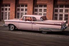带淡红色的大型高级轿车 图库摄影