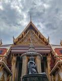 带状闪长岩雕象从寺庙的 免版税库存图片