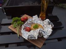 带皮烤的土豆晚餐 图库摄影