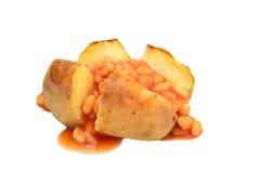 带皮烤的马铃薯用被烘烤的豆 库存图片